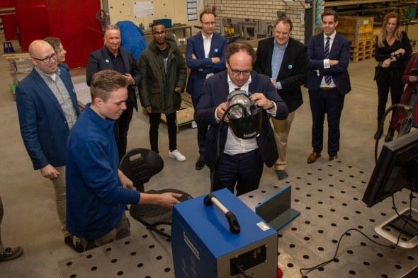 Minister Koolmees brengt werkbezoek aan Metaal en Lastechniek Nijnsel