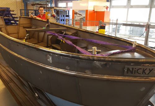 Door SMO-leerlingen gemaakte boot voor Uganda gedoneerd aan Stichting HWMCO-Nederland & NiCA Foundation